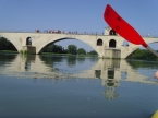 Sous le pont d'Avignon, on y rame on y rame...