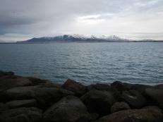 Vue du Mont Esja depuis le lac Tjördin de Reykjavik