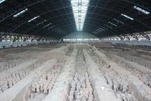 hangar-armee-soldats-terre-cuite-terracotta-warriors